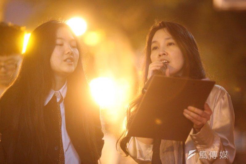 施明德女兒施蜜娜發起懷念鄭南榕活動,與母親陳嘉君唱起〈美麗島〉。楊子磊攝。