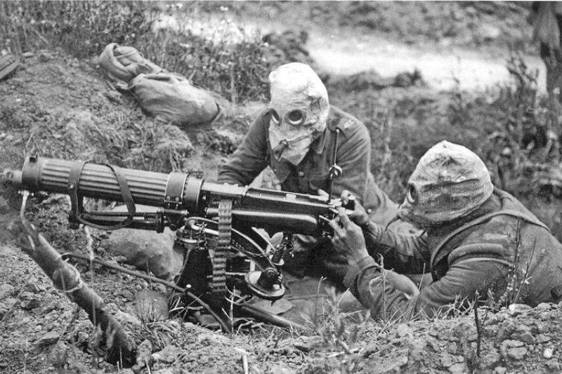 戴著防毒面具的士兵