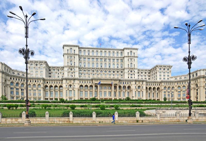 位在布勒加斯特的羅馬尼亞人民宮,是全世界第二大建築物。