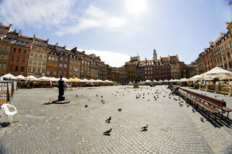 華沙Old town square有著美麗的歐風建築和成群的鴿子。