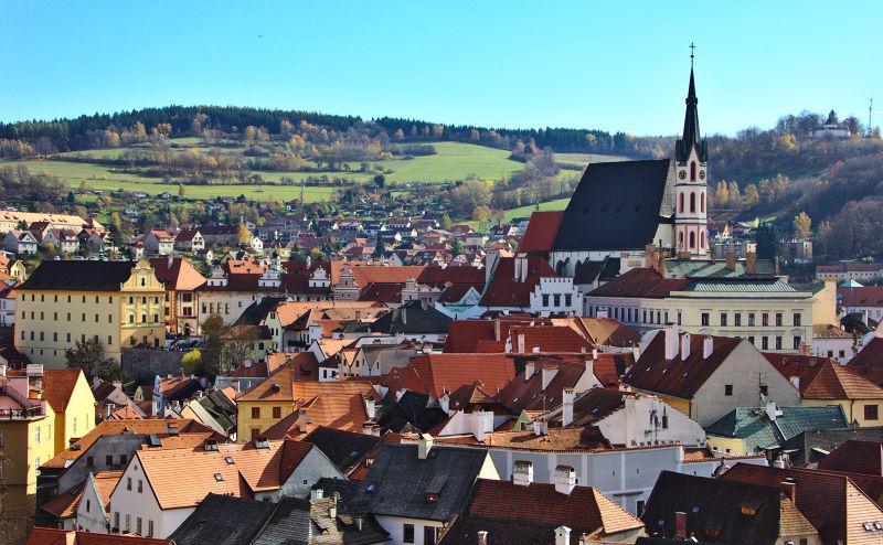 庫羅諾夫是捷克的一個小城鎮,Krumau是德語「高低不平的草地」之意。